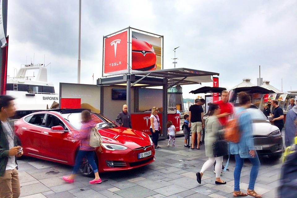 Tesla Pop-Up Store