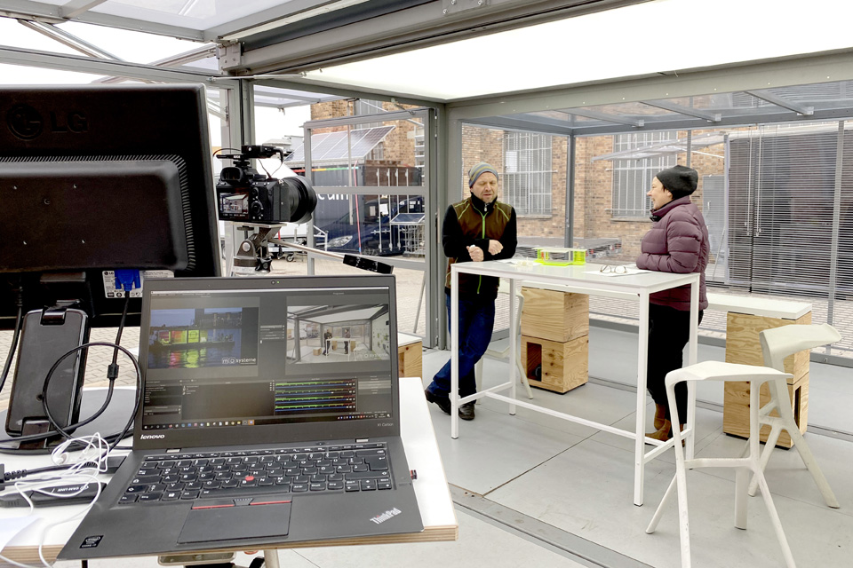 webcast-livestream-from-inside-the-modulbox-MAX
