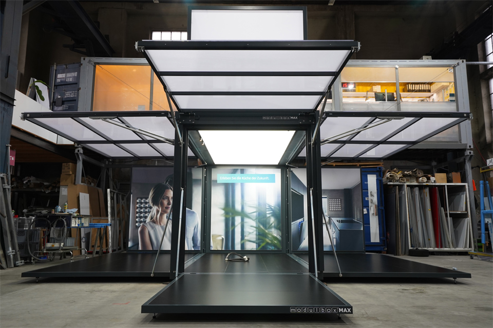 black-frame_modulbox_outdoor-mobile-booth_siemens