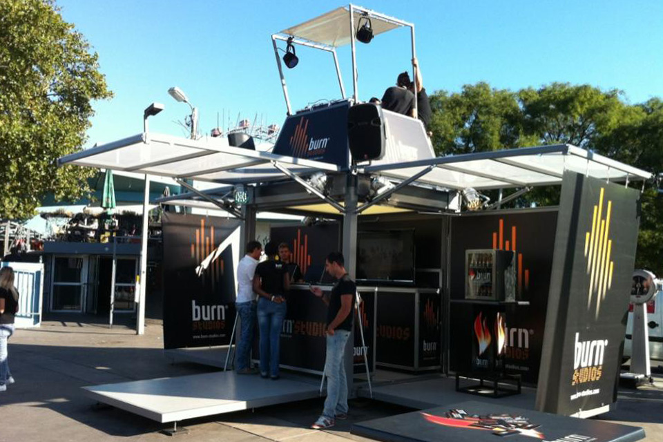 dj-stand_mobile-booth_roadshow_festival_burn
