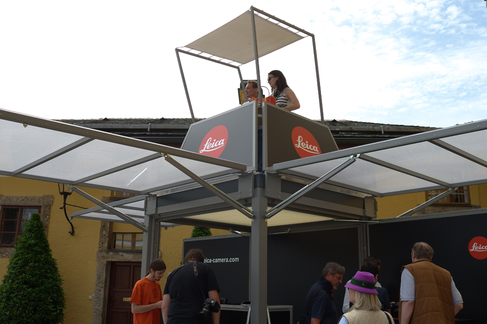 dj-stand_mobile-booth_roadshow_festival_leica