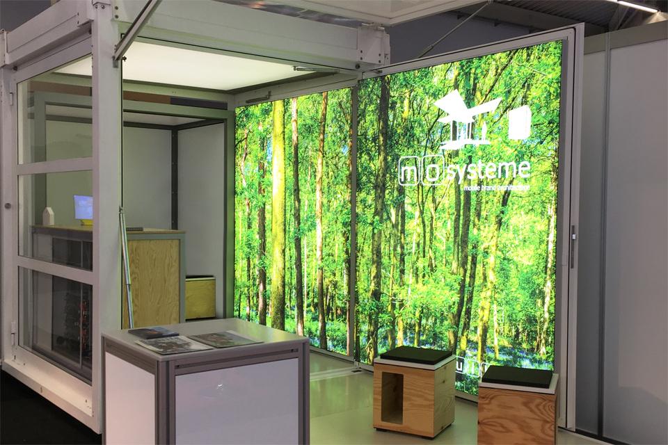 lighting-inside_lighted-walls_modulbox_outdoor-indoor-mobile-booth_2