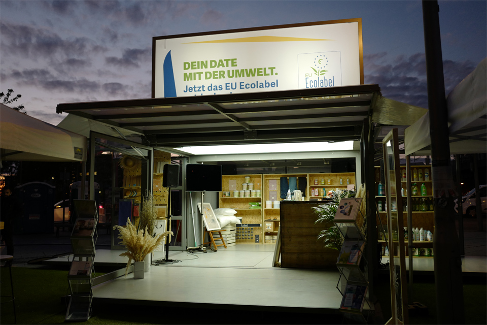 lighting-outside_lighted-roof-headers_modulbox_outdoor-indoor-mobile-booth_3