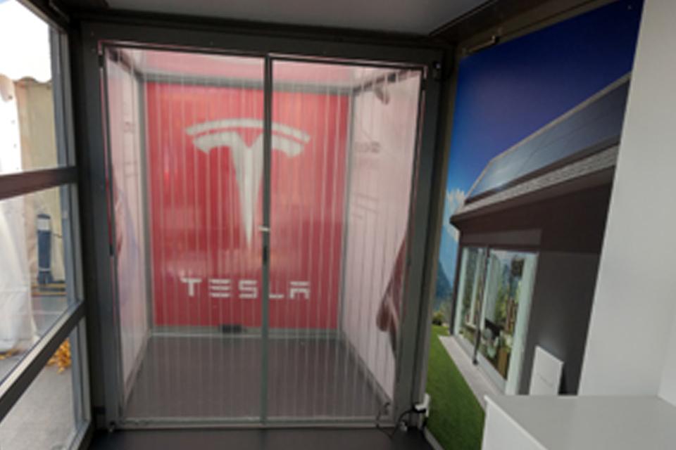 sliding-door_modulbox_mobile-booth_tesla