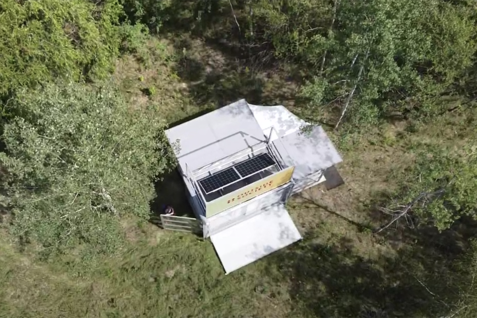 solar-panel_modulbox_outdoor-mobile-booth_coworking-space-in-nature_outside-society