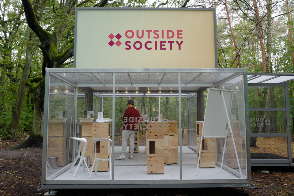 wide-box-in-box_meeting_modulbox-max_outside-society_outdoor-forest-nature
