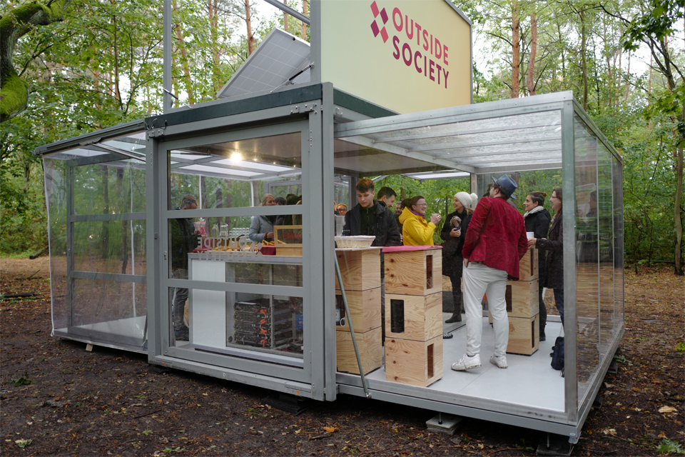 wide-box-in-box_modulbox-max_outside-society_meeting-outdoor-forest-nature