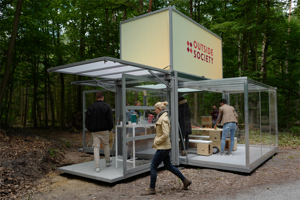 wide-box-in-box_modulbox-max_outside-society_people-outdoor-forest-nature