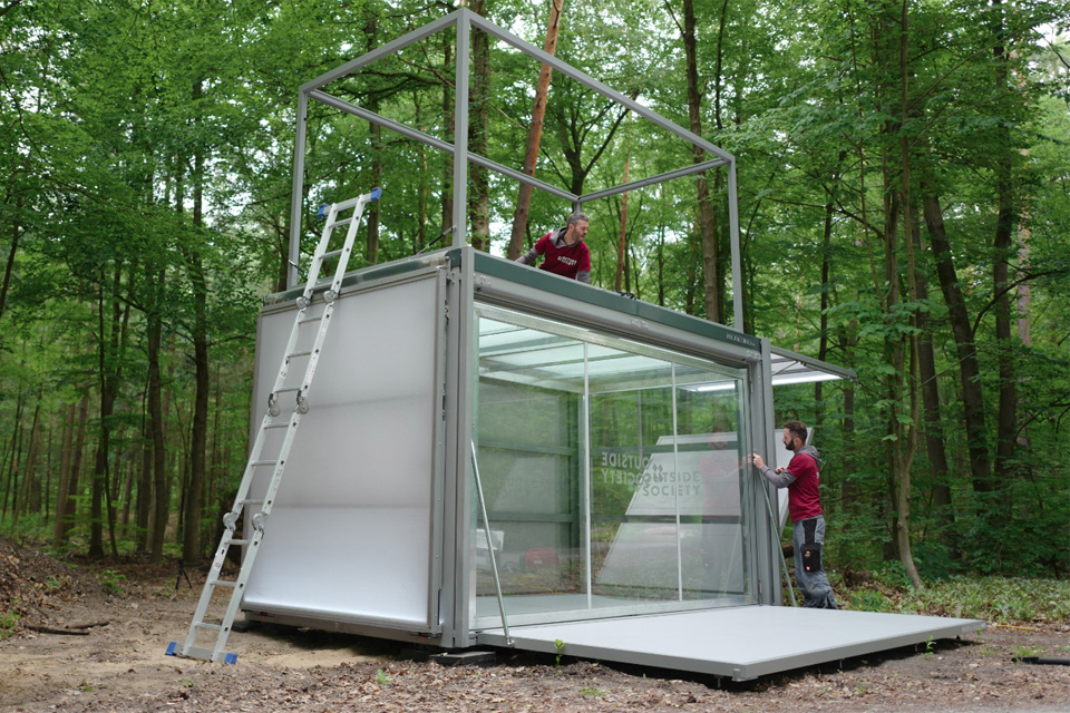 wide-box-in-box_setup_modulbox-max_outside-society_outdoor-forest-nature